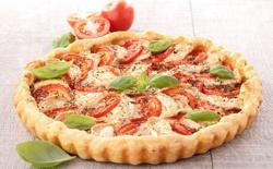 Tarte aux tomates mozzarella et compotée d'olives