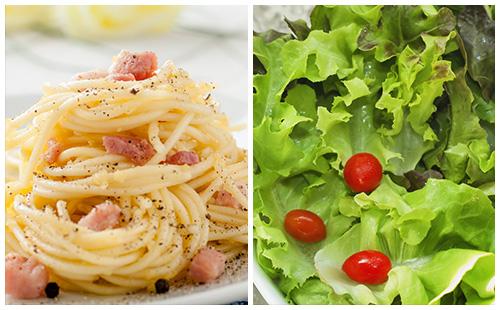 Saucisses de porc frites au four et salade recette - Salade verte calorie ...