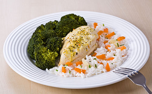Escalope de poulet, riz et brocolis