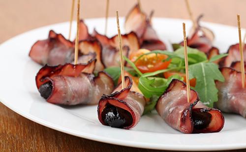Pruneaux roulés au bacon