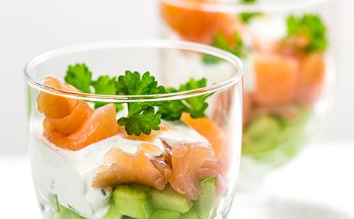 Verrine multicolore au saumon