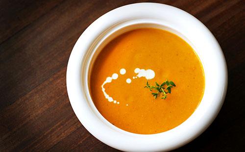 La soupe de légumes poêlés