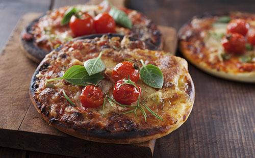 Mini pizza aux tomates cerises