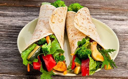Wrap de poulet aux légumes grillés
