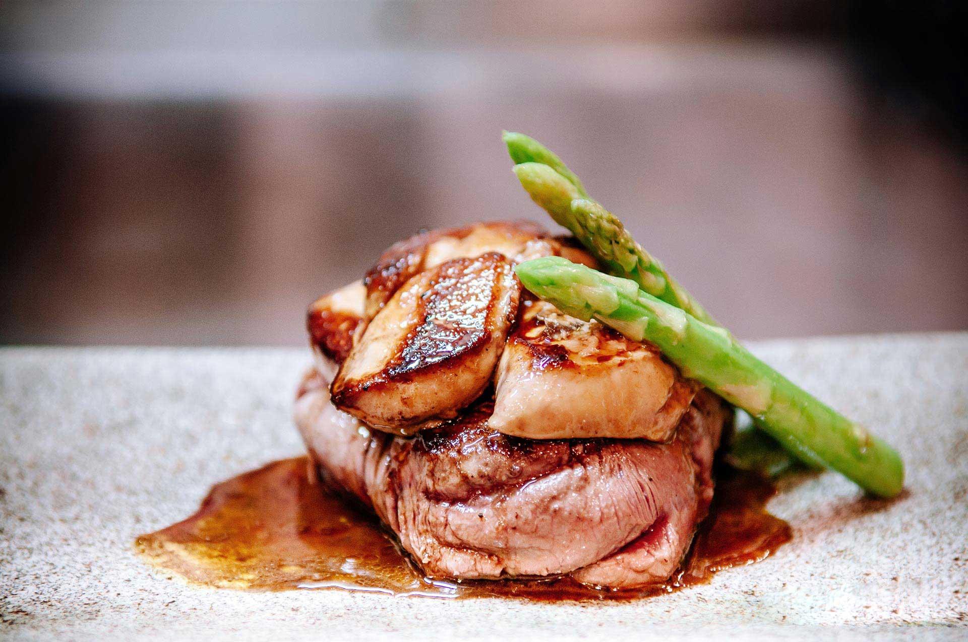 Bison au vin rouge et au foie gras