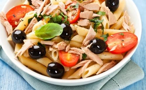 Salade de pâtes aux olives et au thon