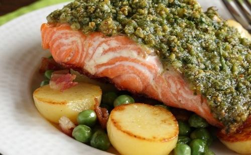 Saumon en croûte de pistaches et légumes