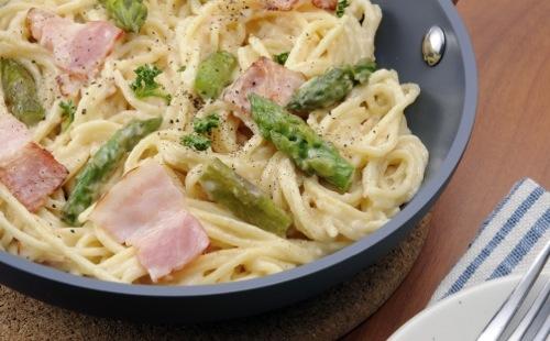 Spaghetti aux asperges et bacon