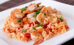 Salade fraîche au riz et crevettes