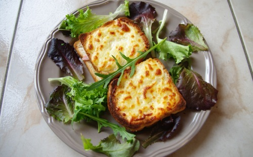 Croque-monsieur Emmental et Bacon avec Salade