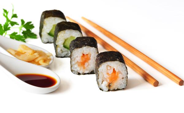 Duo de makis aux crevettes yakitori et au tofu mariné
