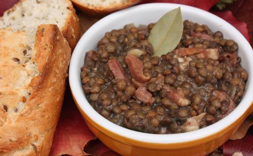 Cocotte de lentilles et poulet au lard