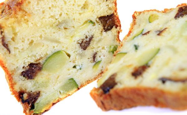 Cake à la courgette, lardons et fromage de chèvre