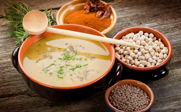 Soupe orientale à l'agneau, aux pois chiches et lentilles