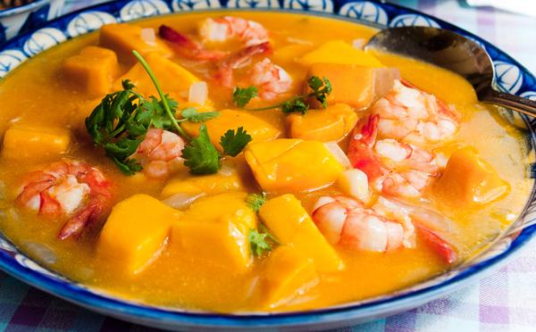 Crevettes flambées aux mangues