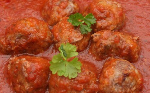 Boulettes épicées en sauce rouge