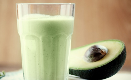 Milk-shake d'avocat aux fruits secs