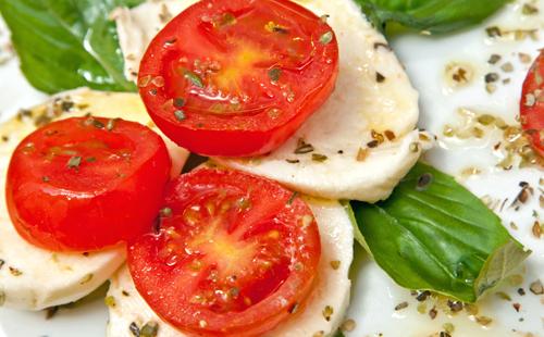 Salade de tomate et mozzarella marinée