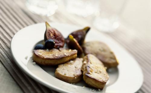 Foie gras poêlé aux figues et pommes
