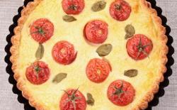 Clafoutis rapide aux tomates cerises et parmesan