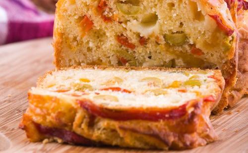 Cake salé poivron-olive
