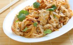 Poulet thaï au basilic et noix de cajou, tagliatelles