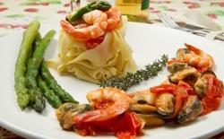Tagliatelles aux fruits de mer et asperges vertes