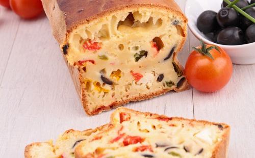 Pain aux légumes (tomates, olives, champignon)