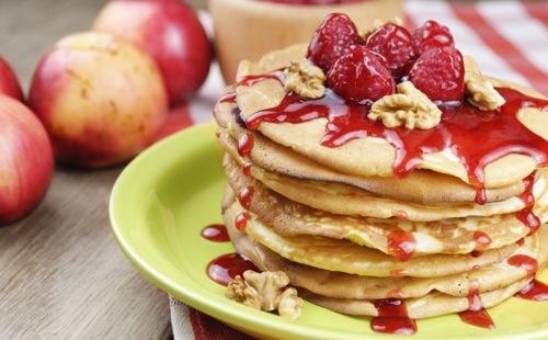 Pancakes aux framboises et noix