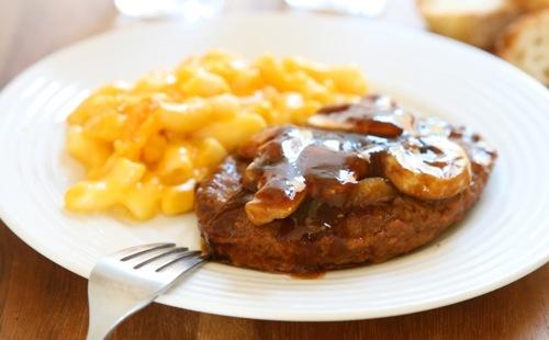 Steak haché, pâtes et champignons sauce échalote
