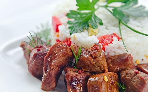 Bifteck aux poivrons et riz