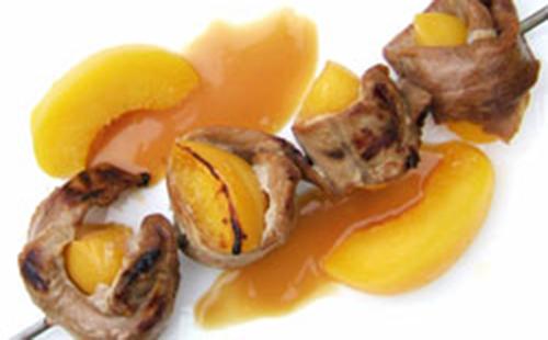 Brochette de canard aux pêches