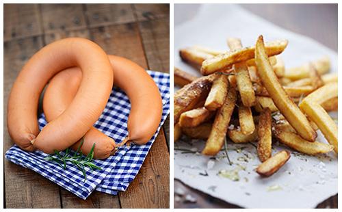 Saucisses de poulet et frites au four