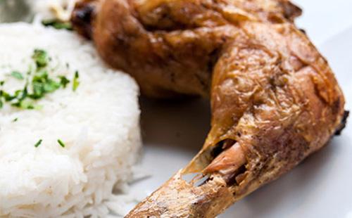 Cuisses de poulet au paprika en papillotes, riz