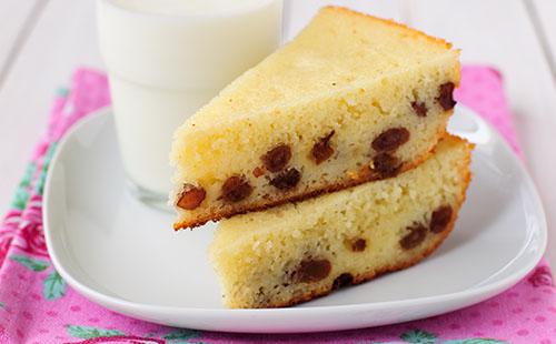 Gâteau de semoule aux dattes et aux noisettes