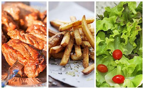 Brochette de porc, frites et salade