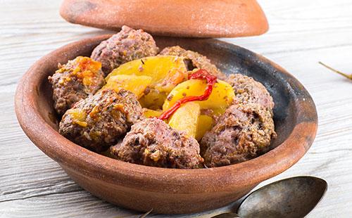 Tajine de boulettes de viande et pommes de terre