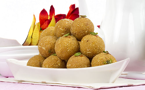Besan ladoo (pâtisseries indiennes aux pois chiche)