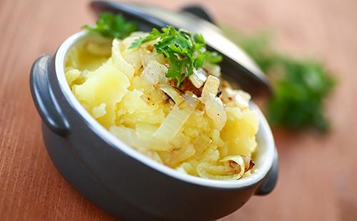 Aloo pitika (purée de pomme de terre épicée)