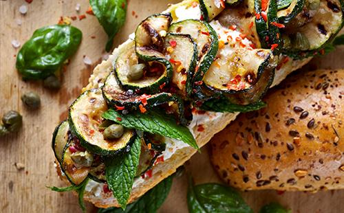 Sandwich aux courgettes grillées et ricotta