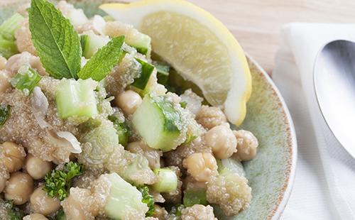 Salade d'amarante aux pois chiche et concombres