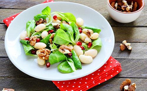 Salade de haricots blancs, grenade et noix