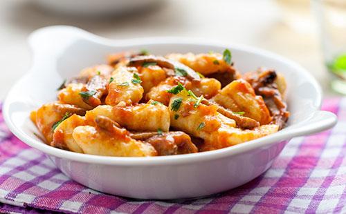Cassolette de gnocchis aux champignons