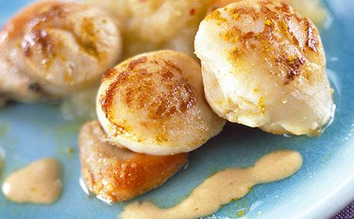 Coquilles Saint Jacques à la crème et au safran