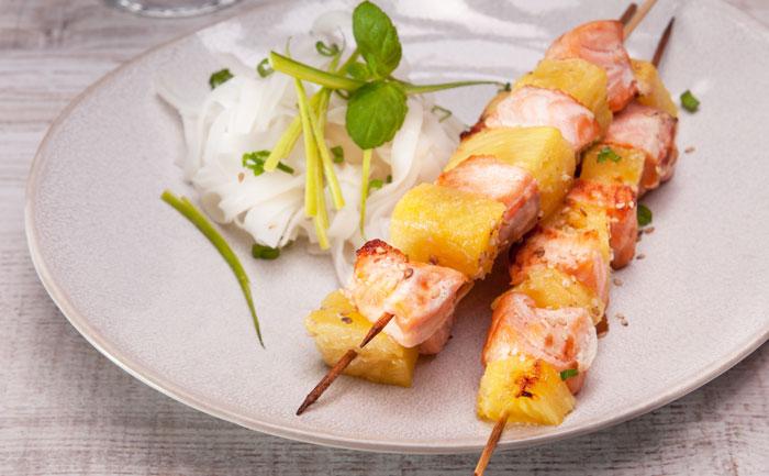 Brochette de saumon à l'ananas