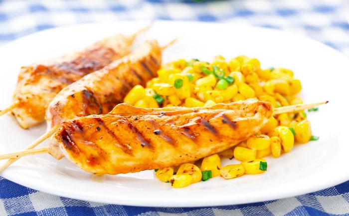 Brochettes de poulet au citron vert et maïs