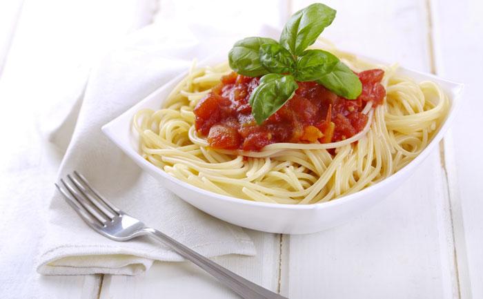 Spaghettis sauce poivron rouge et chèvre frais
