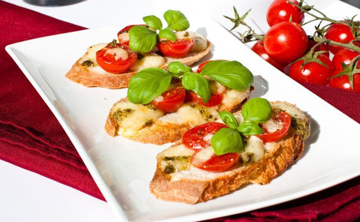Bruschetta aux tomates et au pesto