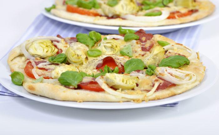 Pizza au chorizo et aux artichauts