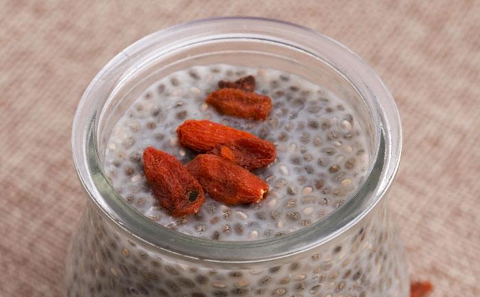 Pudding antioxydant aux graines de chia et baies de goji